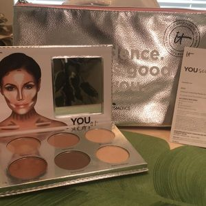 NWOT IT Cosmetics YOU Sculpted Palette and Bag